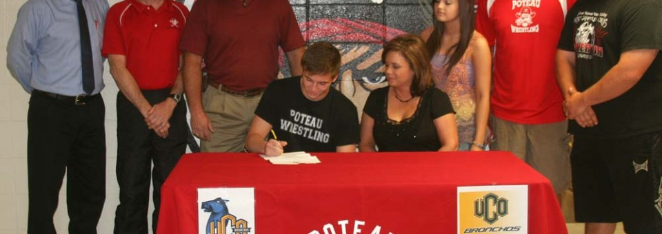 Tustin signs with UCO
