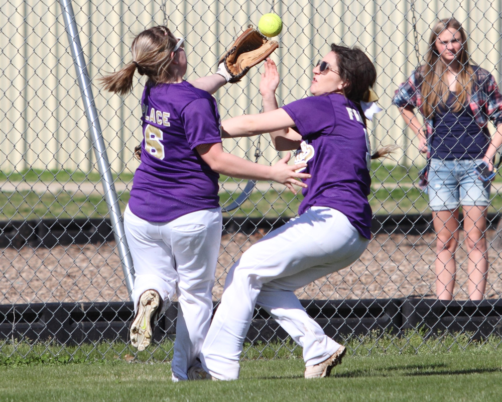 Heavener's Mattison Place, left, bobbles the ball after colliding with Lily Friedl